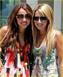 bff-s-ashley-tisdale-and-miley-cyrus-10058954-843-1024.jpg
